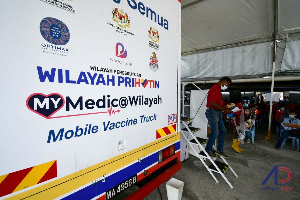 [FOTO] Trak vaksin bergerak inisiatif Wilayah Persekutuan